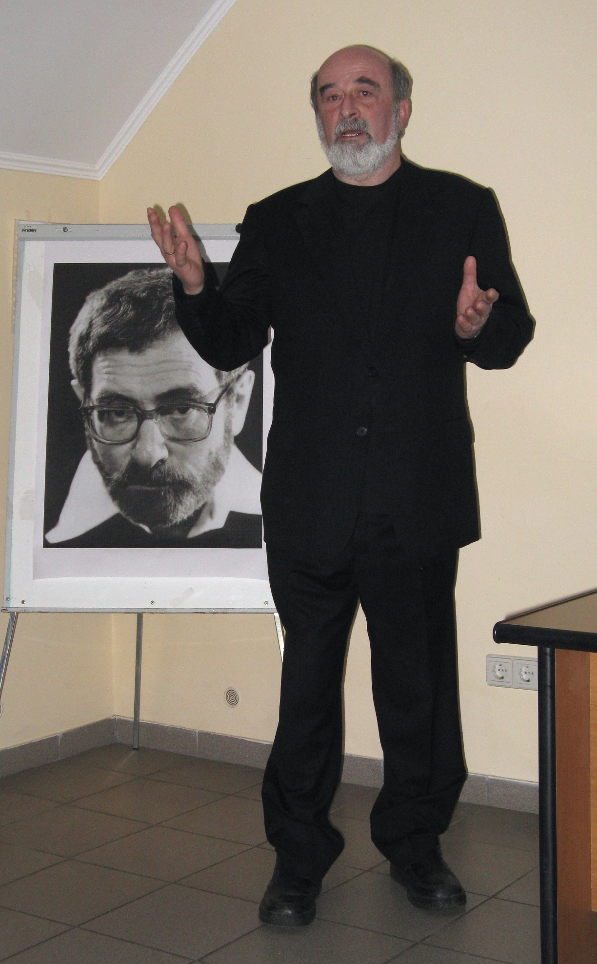Leonid Finberg , moderator of the meeting.